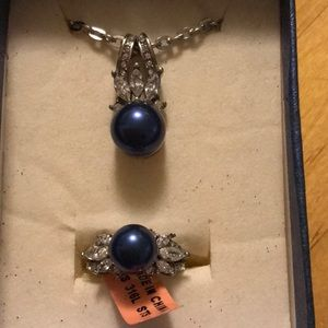 NWT STAINLESS STEEL NECKLACE AND RING SET